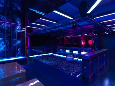 Drunken Dance Hall; 2015.213